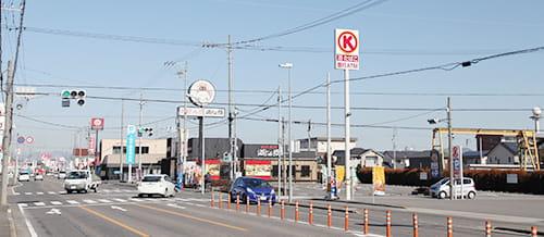 羽島方面からのお越しの方は「南鶉5」の交差点を右折